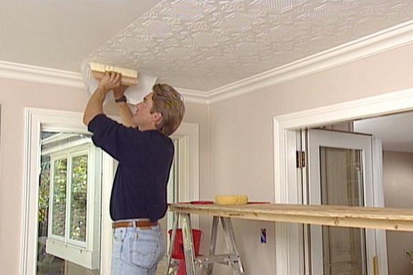 Способы оклейки потолка обоями