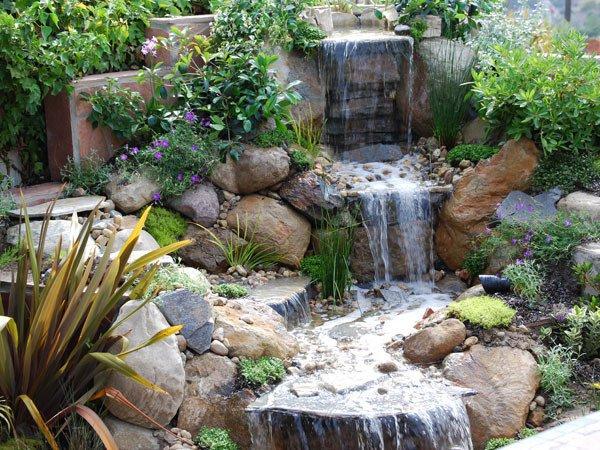Искуственый водопад – оригинальное оформление участка