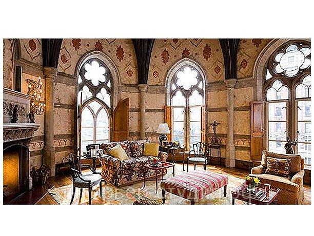 Интерьер помещения в стиле готика