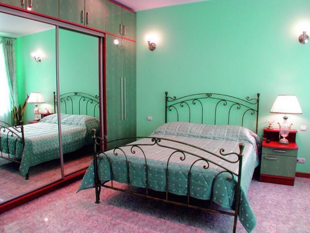 Как расположить мебель в небольшой спальне: рекомендации