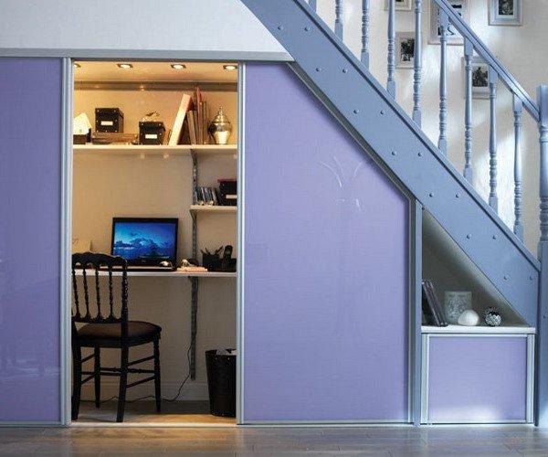 Чем заполнить пространство под лестницей в доме