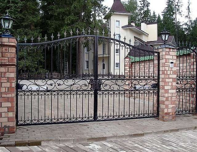 Кованые ворота и калитки для загородного дома