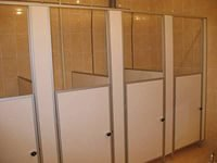 Алюминиевый профиль в сантехнических перегородках