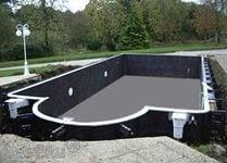 Бетонный бассейн на приусадебном участке