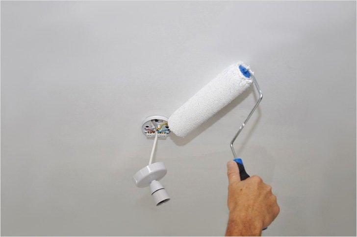 Покраска потолков водоэмульсионными составами