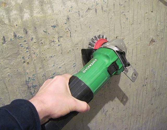 Удаление старой краски с поверхности стен
