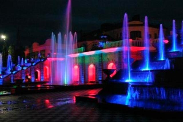 Ночная подсветка бассейнов и фонтанов