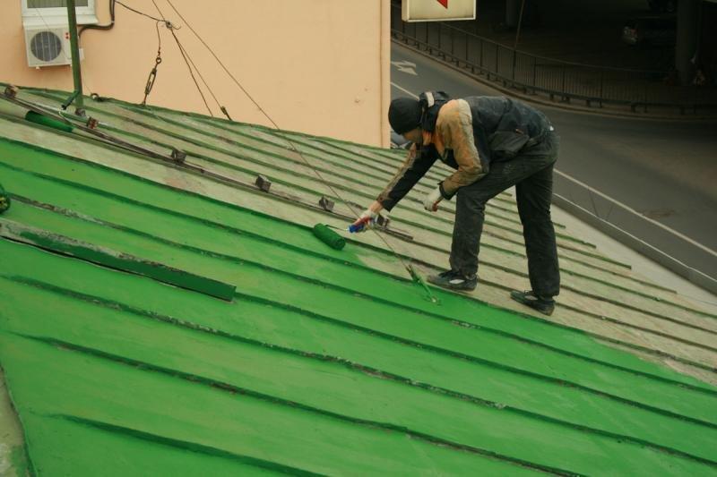 Самостоятельная покраска металлической крыши