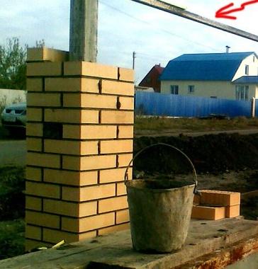 Как правильно сделать кирпичные столбы?