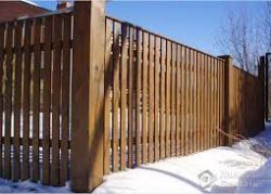 Как построить забор из штакета