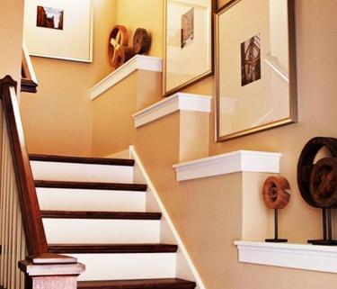 Оформляем стены на лестнице