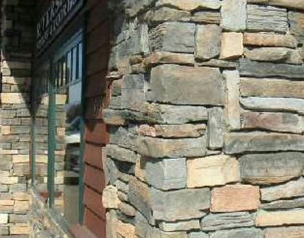 Фасад из натурального камня: особенности устройства, преимущества