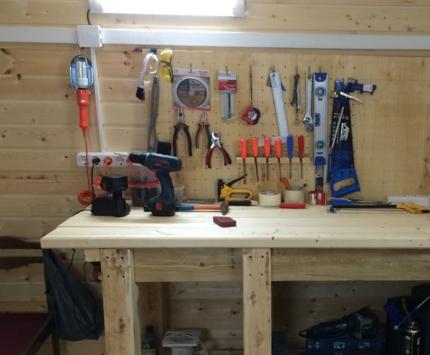 Маленькая мастерская  в старом гараже