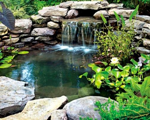 Красивый дизайнерский элемент – декоративный водопад