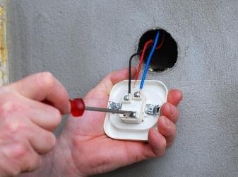 Собственноручно меняем выключатели и розетки