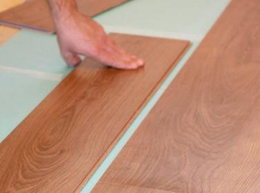 Укладка ламинированного покрытия