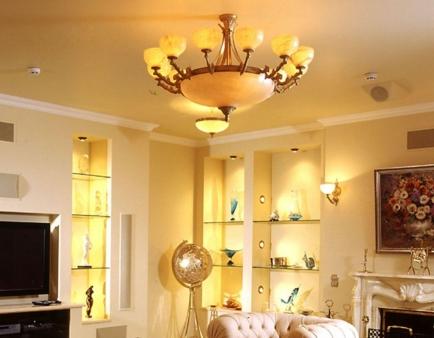 Классические люстры в интерньере квартиры