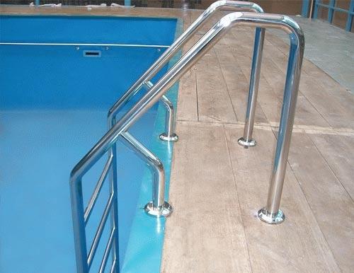 Лестницы и поручни для бассейнов