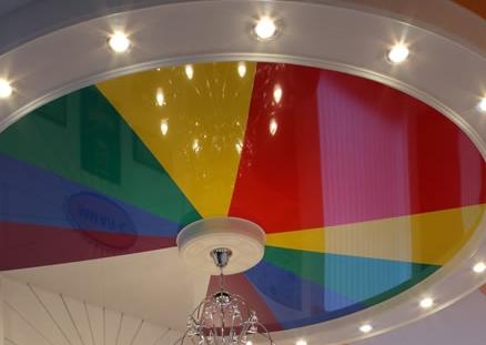 Делаем правильный выбор цвета натяжного потолка