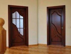 Как установить межкомнатную дверь из массива