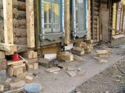 Как поднять потолок деревянного дома