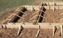 Строим ленточный фундамент с опалубкой