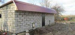Строительство сарая из бетонных блоков