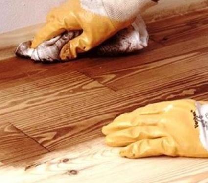 Как защитить деревянный пол?