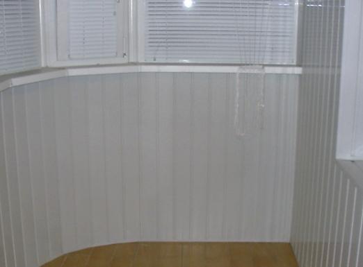 Отделка балкона ПВХ вагонкой: стильно и выгодно