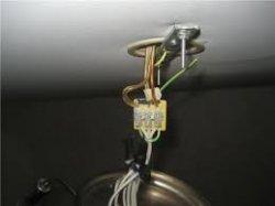 Как установить потолочный светильник