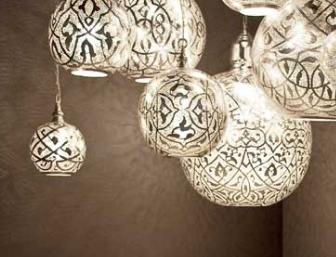Большие люстры: источник света или украшение интерьера?