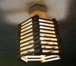 Деревянный потолочный светильник своими руками