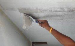 Как снять обои с потолка