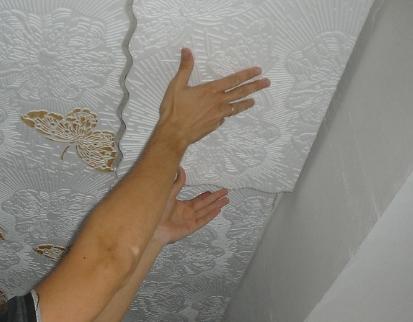Как оклеить потолок виниловой плиткой