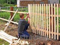 Как установить штакетный забор
