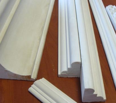 Разновидности и характеристики потолочного плинтуса