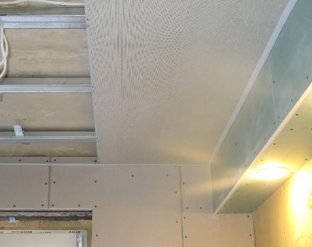 Пластиковый потолок. В чем его основные достоинства?