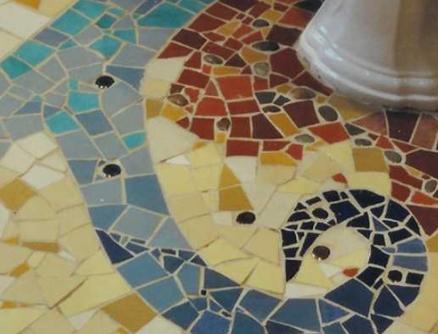 Сочетание древней мозаики и современной плитки для пола украсит любое помещение