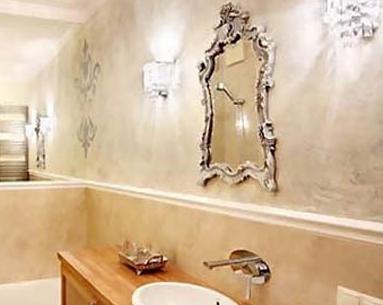 Изысканная отделка стен в ванной комнате