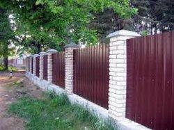Из какого материала лучше всего строить забор