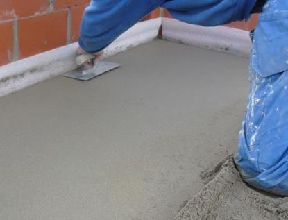 Как сделать цементную стяжку пола самому