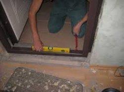 Как установить входную дверь в каркасный дом