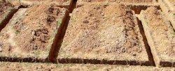 Копаем траншею под ленточный фундамент