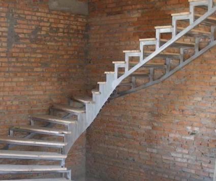 Какую сделать лестницу в доме