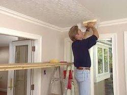 Плюсы и минусы отделки потолка обоями