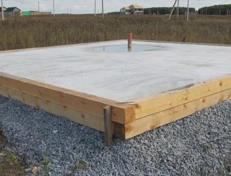 Дом с бетонной подушкой