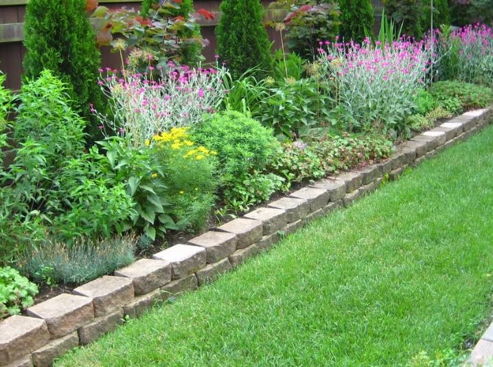Садовые дорожки: самые популярные способы обустройства