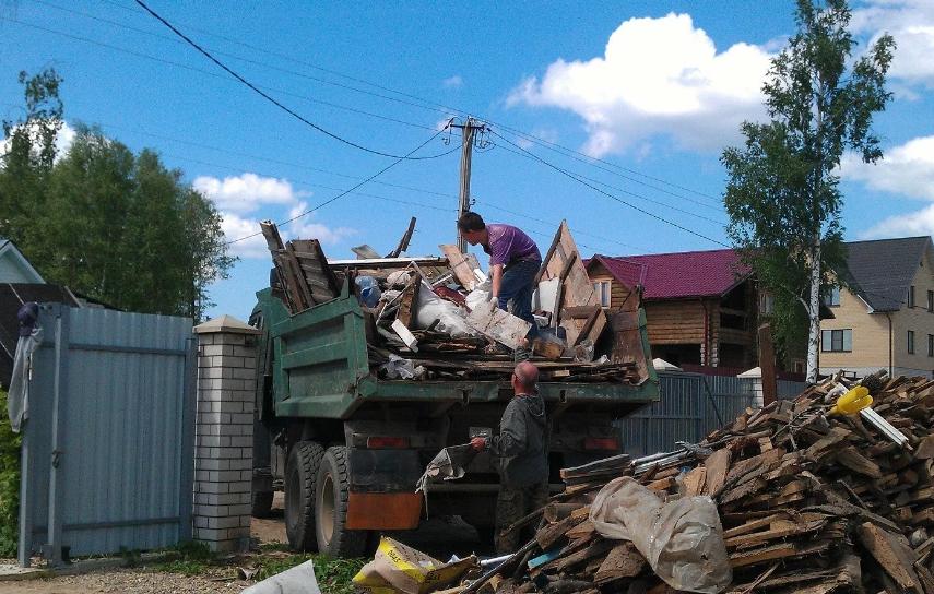 Вывоз мусора с дачного участка газелью