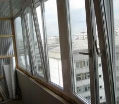 Преимущества утепления и остекления балкона
