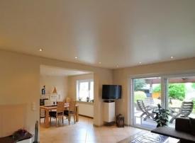Как выбрать тканевые потолки для гостиной